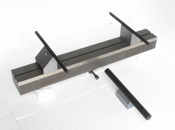 3 point bend fixture with extra wide supports