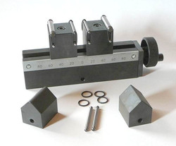 three point bend fixture with centric gear and reversible support spans