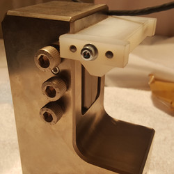 sample guide for V-notched rail grip