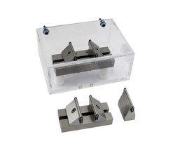 Bend Fixture with solution bath for biomedical testing