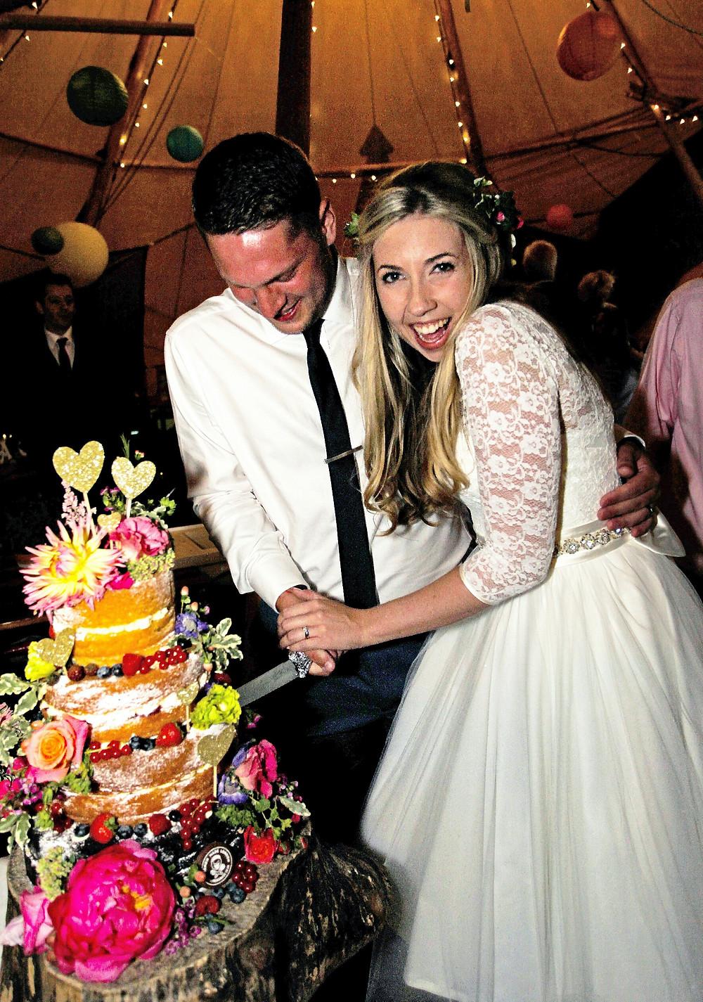 Super flowery wedding naked cake