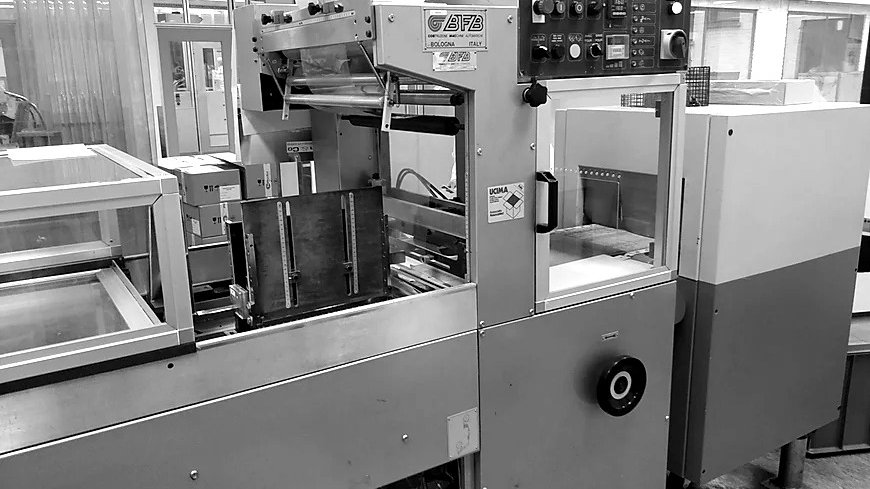 BFB & LARA SHRINK WRAPPER WITH TUNNEL OVEN MIN 2000 PACKING OVEN