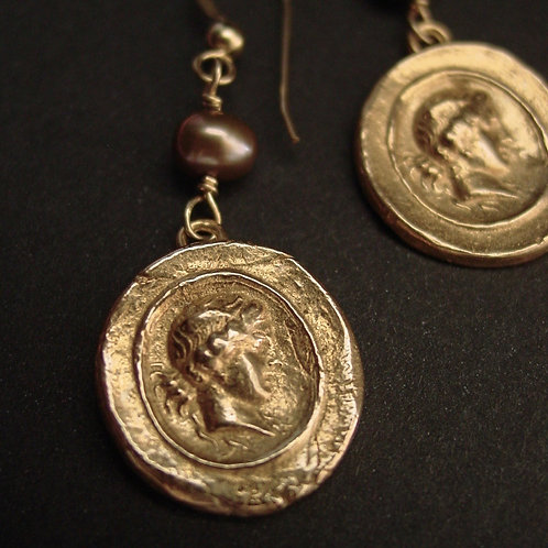 Demeter | Ceres | Cameo with pearl earrings
