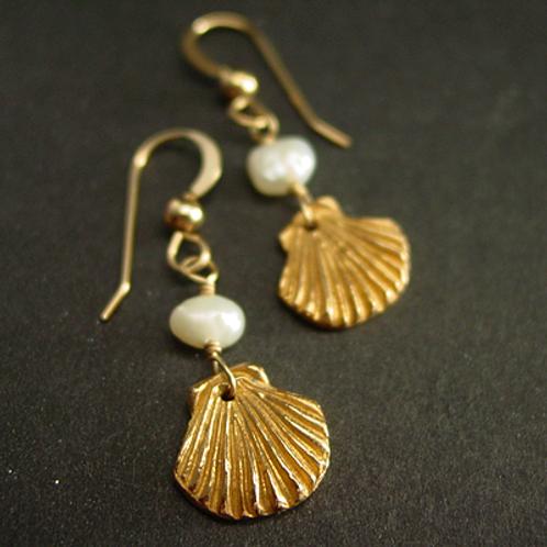 Mini sea shell earrings