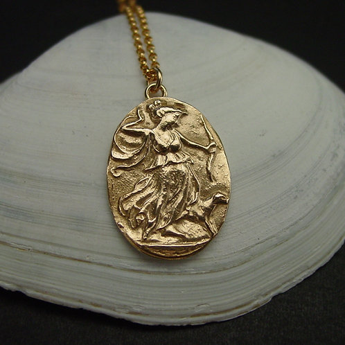 Small cameo artemis necklace on shell