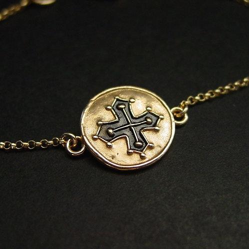 Mini occitan cross bracelet close up
