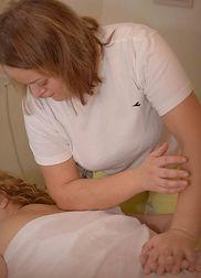עיסוי רקמות עמוק ממטפלת בכירה בקלינקיה פרטית