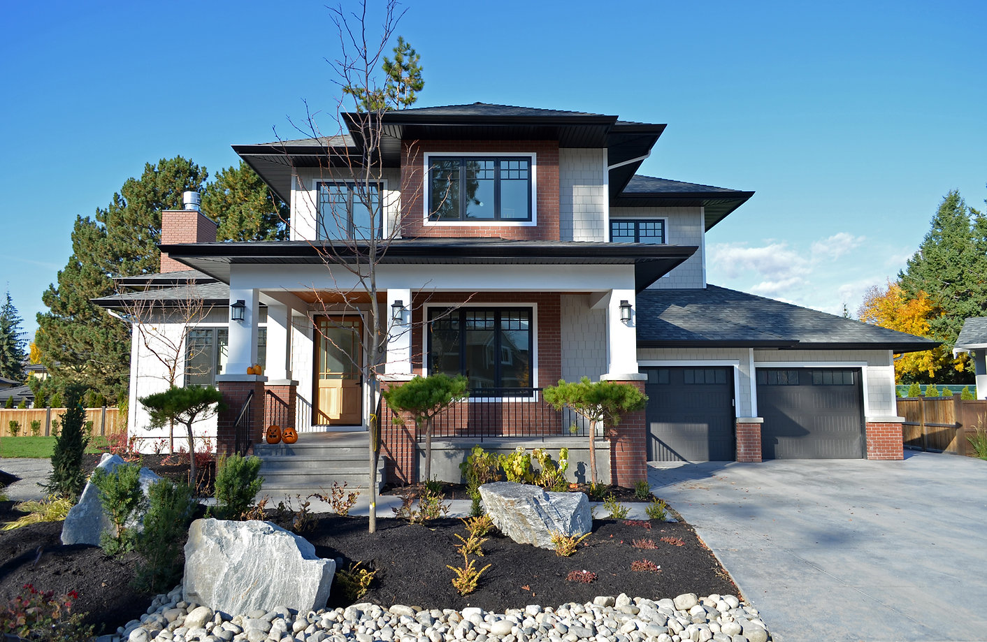 Mission Kelowna Traditional Home Nido Design