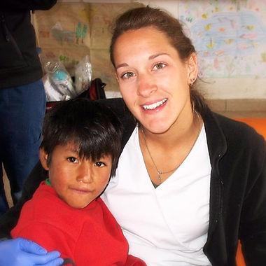 Infirmières de l'humanité | Marie-Ève Rondeau avec un enfant