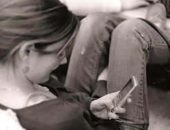 girl-texting-photo-by-woohoo_megoo-on-fl