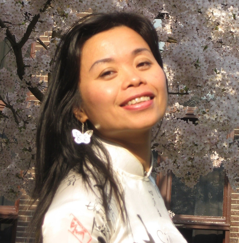 The author, Nguyen Phan Que Mai, smiling at us