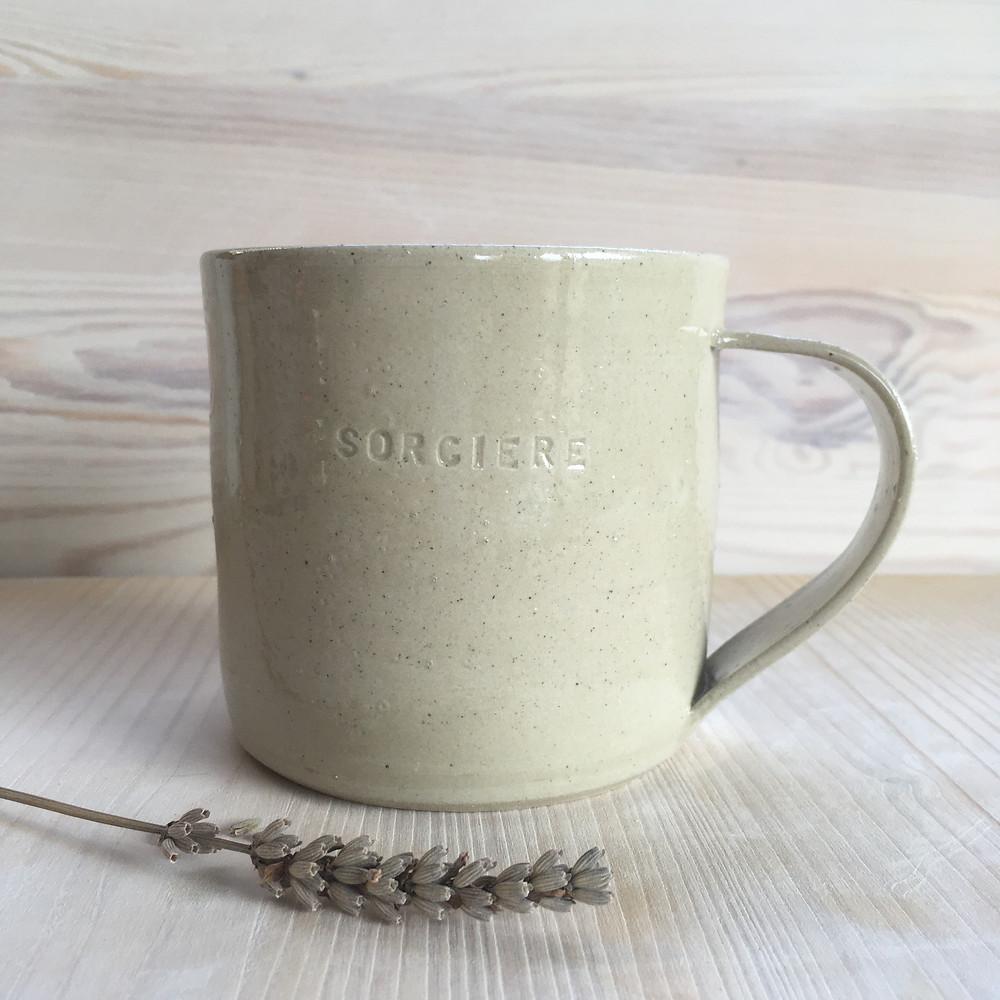 Mug couleur sable gravé Sorcière
