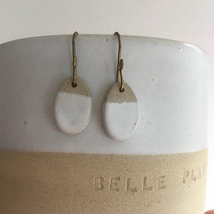 Boucles d'oreilles ovales blanc mat