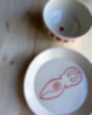 assiette offrandes rouge.jpg