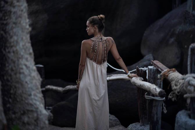 Nefertiti dres in white back