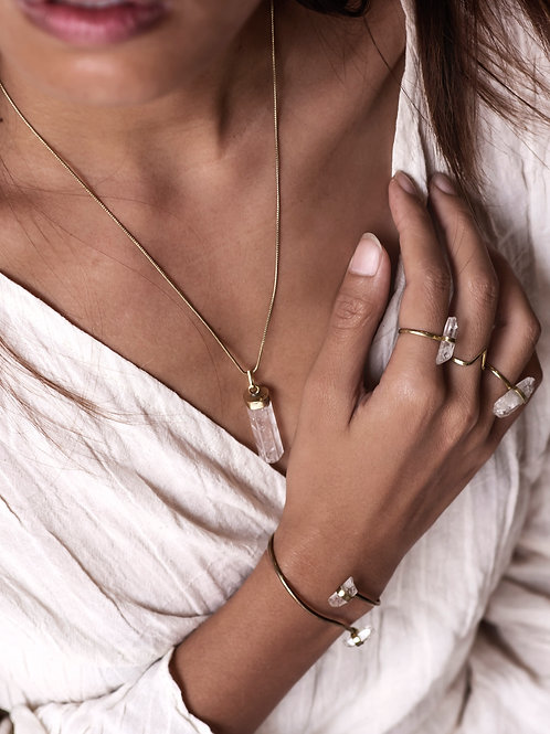 Brass set of three rings, a bracelet and a necklace with raw quartz gemstones