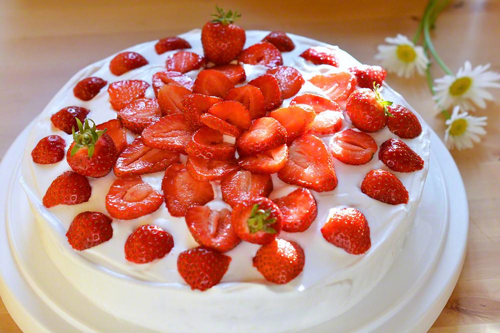 Glutenfri och mjölkfri jordgubbstårta