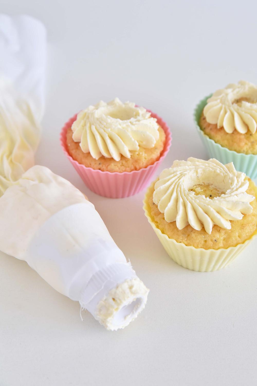 Glutenfria och mjölkfria citron- och vallmomuffin