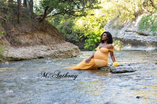 Moms-To-Be: 10 Reasons to Get Maternity Photos