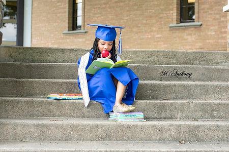 graduation%20photographer%20near%20me%205_edited.jpg