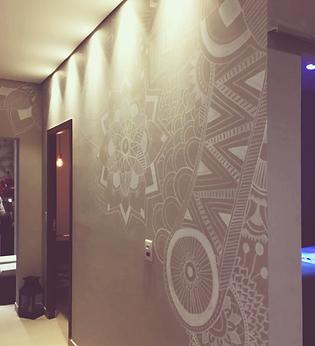 Desenho na parede da recepção do Amalva Spa, em Campinas - SP.   Material: canetas Posca  Fevereiro de 2018