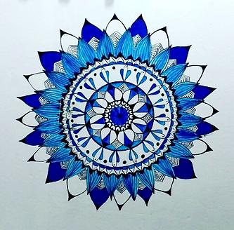 Mandala realizada na parede de um quarto da pousada Tatu do Bem, em Lençóis - BA.  Material: canetas Posca, tinta acrílica  Maio de 2017