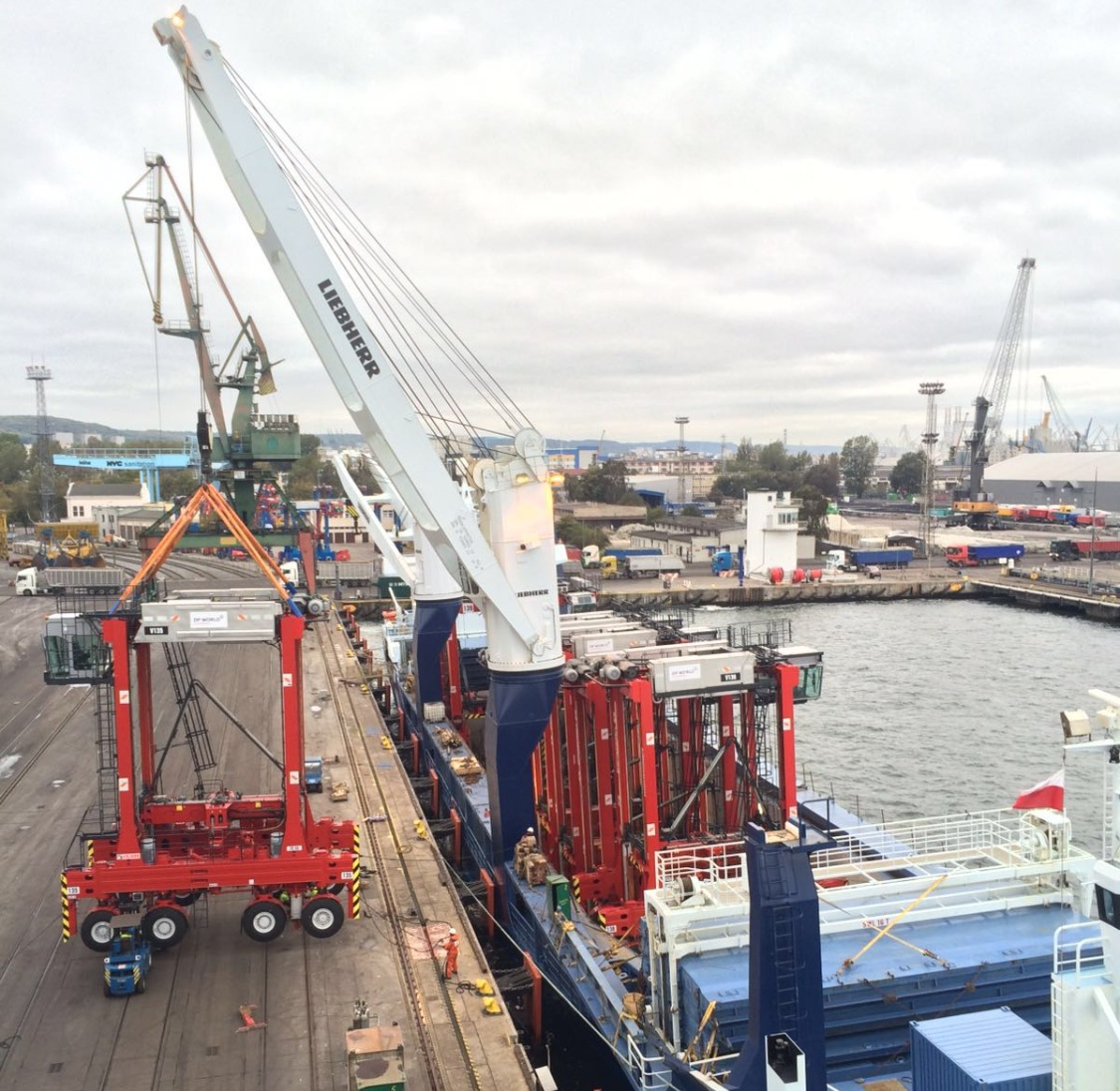 85 tons heavy Straddle Carriers