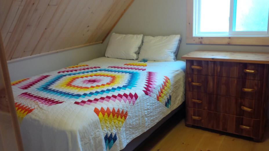 STP Bedroom 2 Queen.jpg