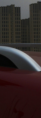 8,红色汽车路过楼房.jpg
