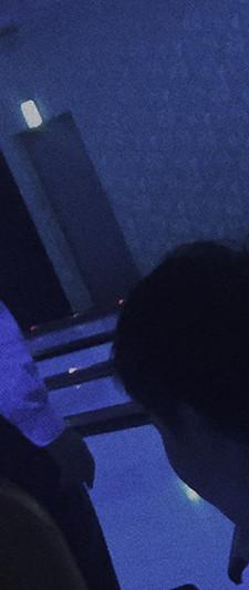 2,紫色光在东京人身上.jpg