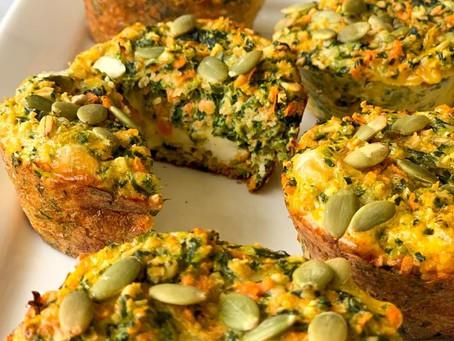 Muffins de zanahoria y espinaca rellenos de queso