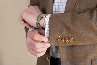 4 Buttons - done up - brown buttonholes