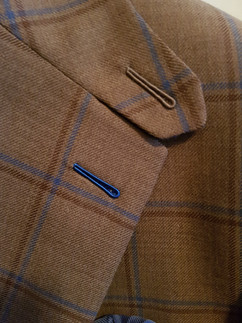 Blue milanese buttonhole on shooting sui