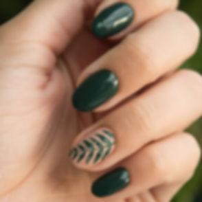 green-manicure-art-close-up-photo-704815_edited.jpg