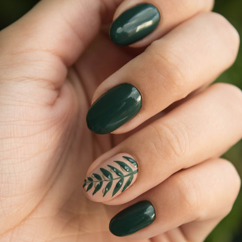 green-manicure-art-close-up-photo-704815_edited.jpg