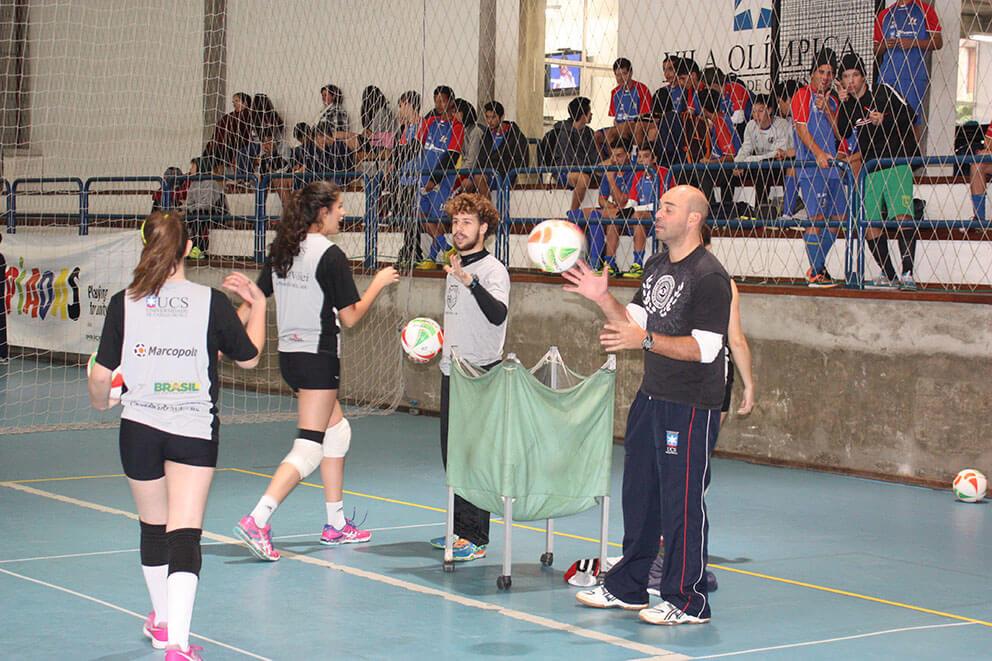 Técnico Fernando Lemos (E), por sua vez, vai a Estrela com a equipe infanto feminina