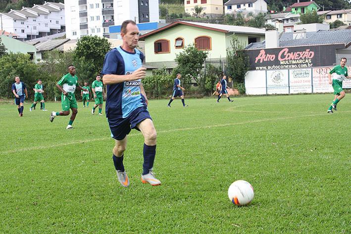 São Luiz e São Francisco fizeram um jogo bastante disputado, com sete gols: deu São Francisco, que volta à zona de classificaçao