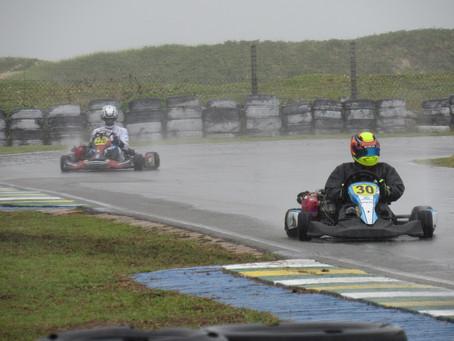 Treinos livres são realizados no primeiro dia do Campeonato do Nordeste de Kart em Aracaju