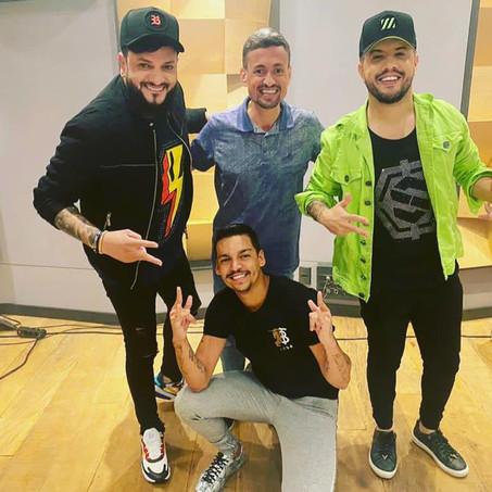 Devinho Novaes grava música com Diego e Victor Hugo