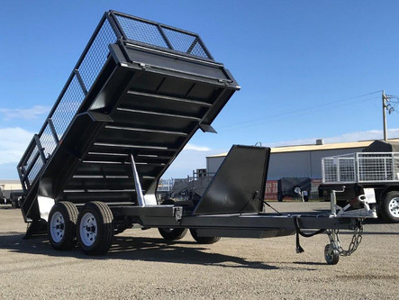 10'x 5' Tandem Axle Tipper with Cage