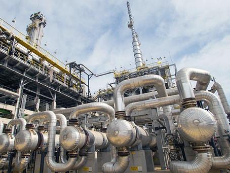 Áreas de alimentos e petróleo levam produção industrial à terceira queda mensal seguida