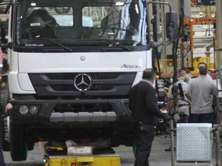 Mercedes-Benz efetiva 700 trabalhadores, segundo Sindicato