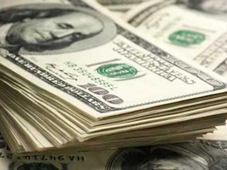 Com pressão do exterior, moeda sobe 1,59%
