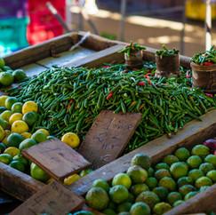 Piments et combawas au marché du Chaudron