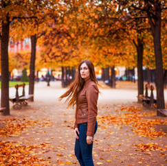 Place des Vosges, Paris  Modèle : Marion Elle