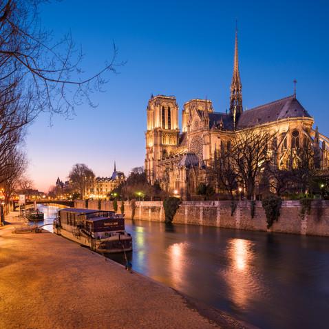 Crépuscule sur Notre-Dame de Paris  Retrouvez cette photo sur le SHOP :