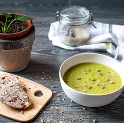 Soupe d'hiver verte, pain noix-noisettes