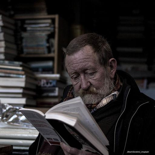 Image_bibliotheque-homme-veillard-avec-u