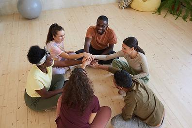 teamwork-at-therapy-class-J9YQ4BN.jpeg