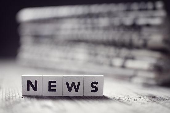 news-and-newspaper-headlines-P48L2DN.jpe